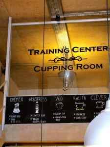 2階には、コーヒーのトレーニングセンターとカッピングルームが。