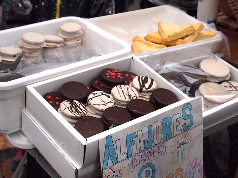 手作りのアルファホール(アルゼンチンの伝統菓子)