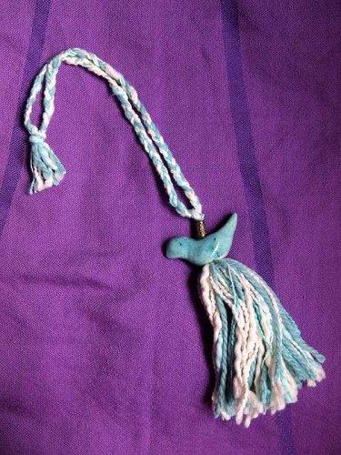 アルゼンチンの雑貨屋さんでよく見かけるのが毛糸のタッセル(カーテンを束ねる紐)。この鳥がついたものもよく目にします。