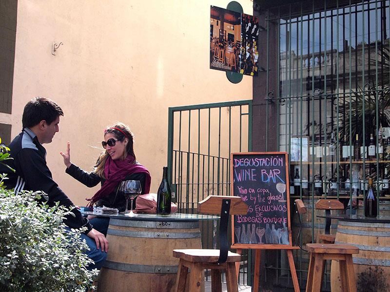 サンテルモ市場の脇にあるワインバーでひと休みするのもいいかも。