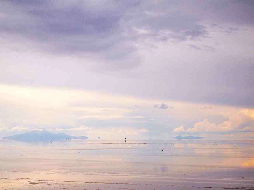 雨季のウユニ塩湖。曇り空でした。